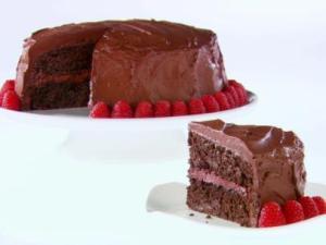 GH0507H_chocolate-raspberry-layer-cake-recipe_s4x3.jpg.rend.sni12col.landscape